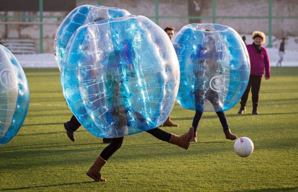 社内バブルサッカー1